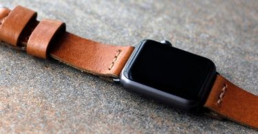 What are the Pros and Cons of Leather Watch Bands and Metal Watch Bands